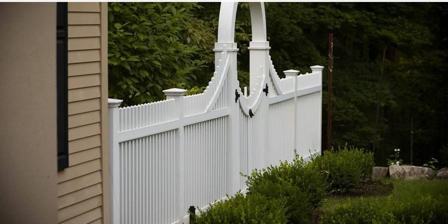 Square Mahogany Picket Fence