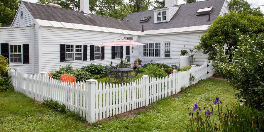Scalloped White Picket Fence
