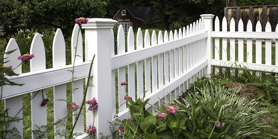 Scalloped White Picket Fence